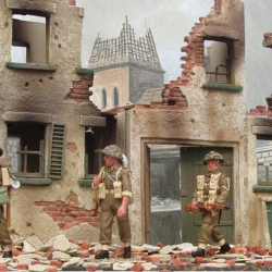 M38 ruined houses with 1/30th figures by King and Country